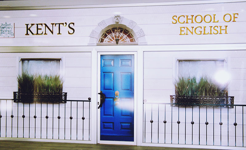 Entrada a la academia de inglés Kent's English School en el Centro Comercial Covibar 2, local 18 en Rivas Vaciamadrid